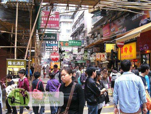 Im dichten Gedränge der Metropolenregion Hong Kong existieren bis heute eine Reihe traditioneller Kung Fu Schulen.