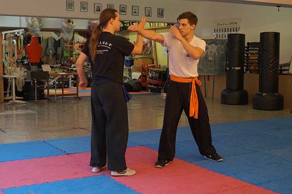 Vorführung in der Jing Wu Schule: Kampftechniken des traditionellen Kung Fu
