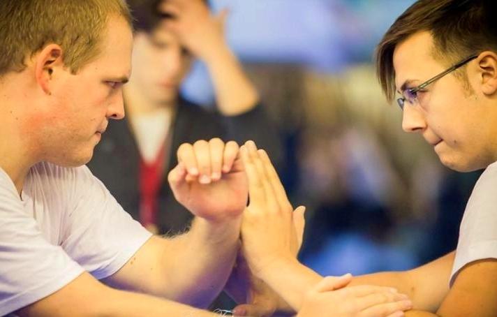 Kung Fu Training fördern die Fokussierung; wir traininieren miteinander - nicht gegeneinander