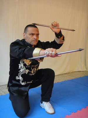 es gibt zahlreiche (auch ungewöhnliche) überlieferte Kung Fu Waffen