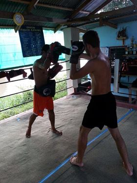 Training mit Schlagpolstern in Thailand