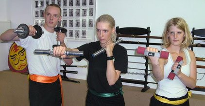 Schlagtechniken mit Gewichten im Kung Fu Training
