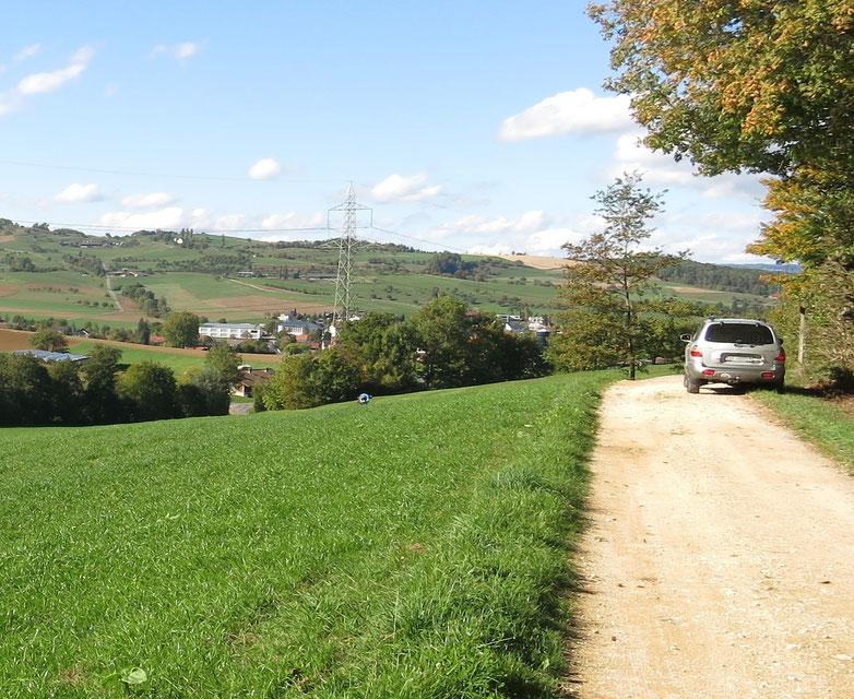 Landschaft mit Auto