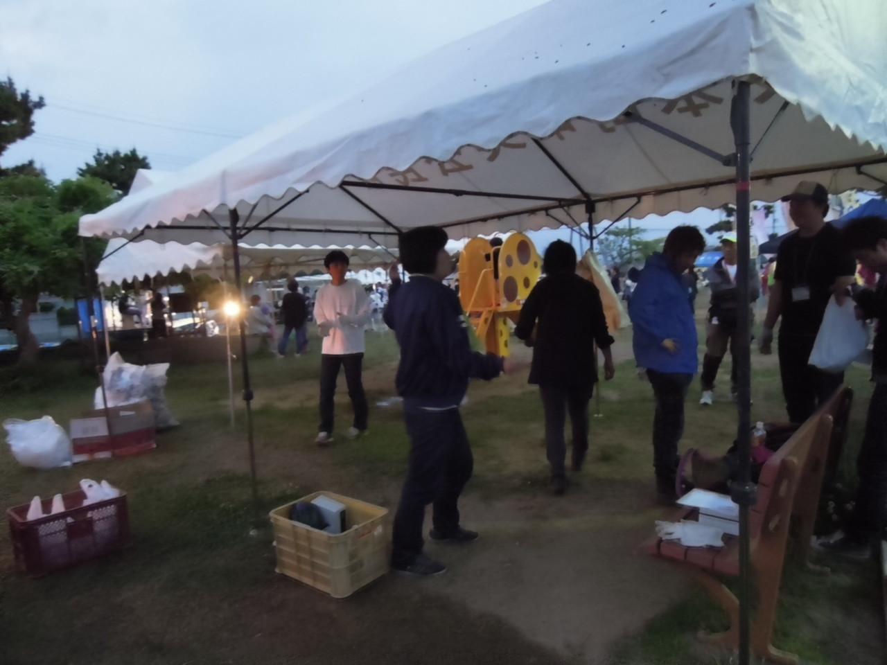 午後6時半、陶器市終了。