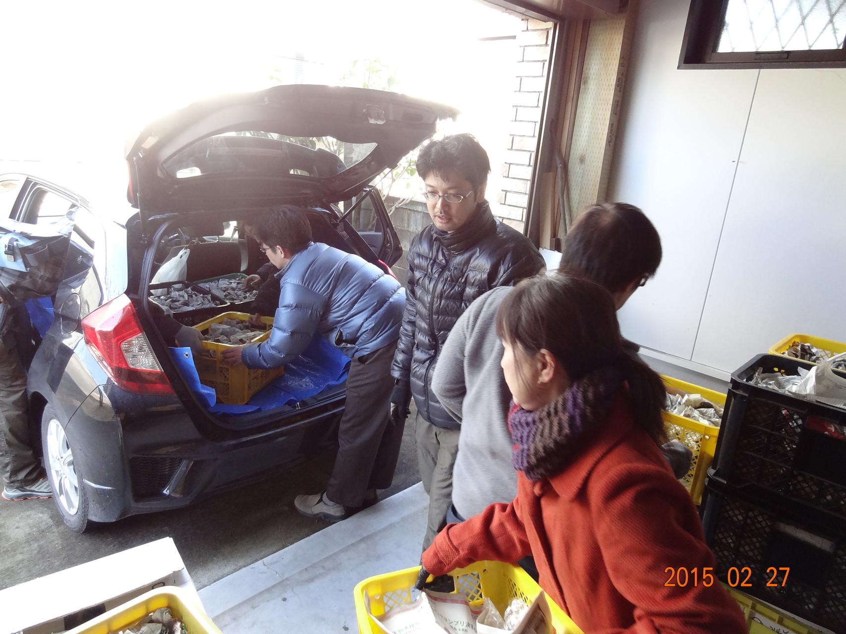朝9:00、上三川にて積み込み開始。約3000個の陶器をお届けします。