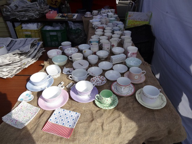 チャリティー陶器市の中で無償で提供させていただきました。