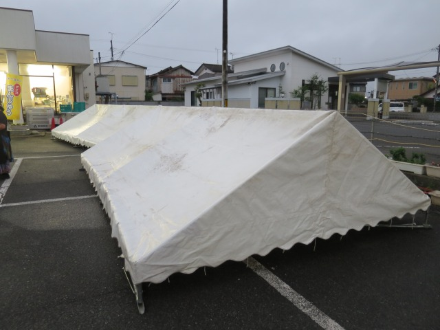 夜の暴風雨に備え、テントを低く片付け早めの撤収です。残念ですがこういうこともあります・・・