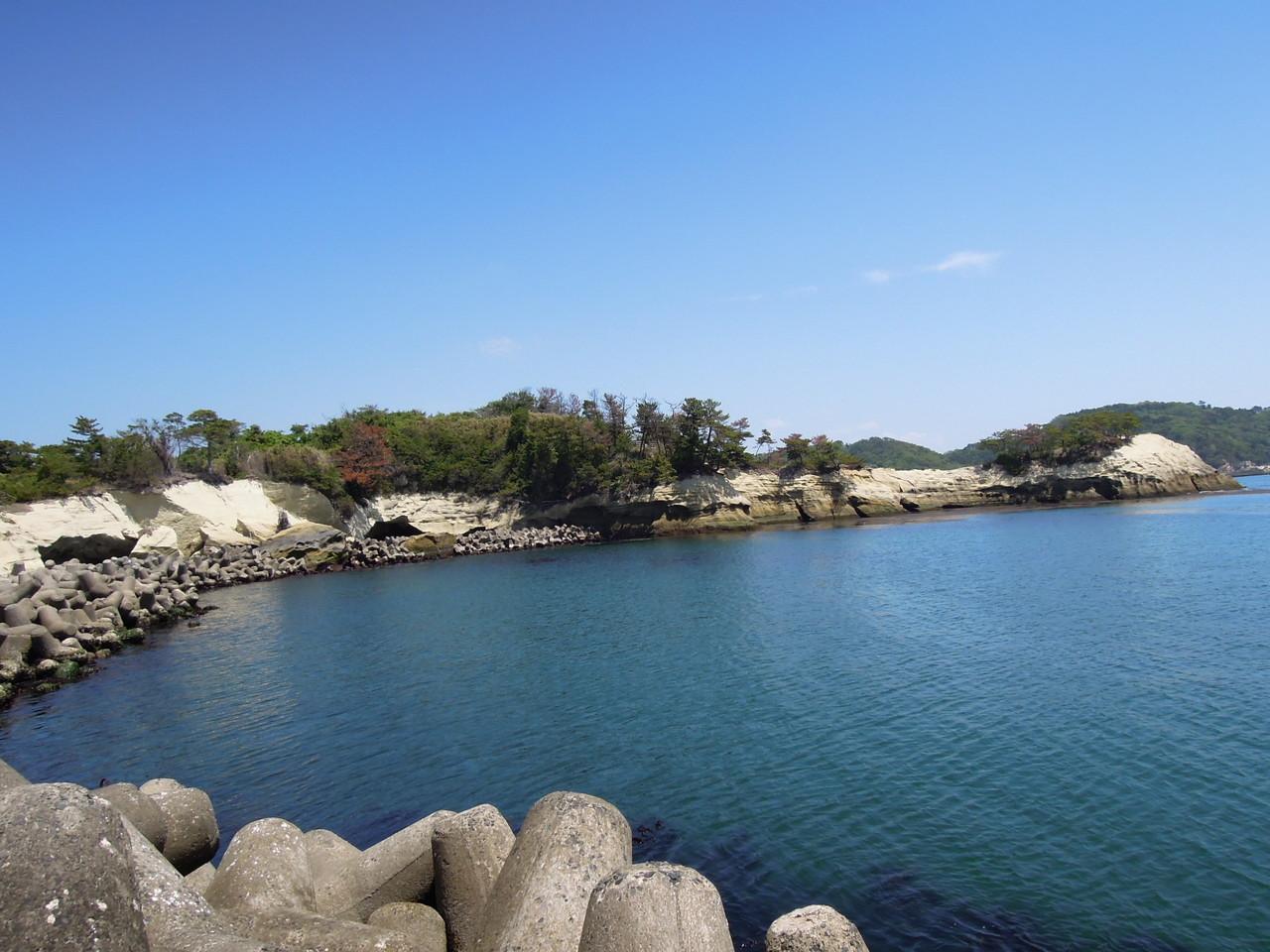 宿からすぐの小さな海水浴場、月浜