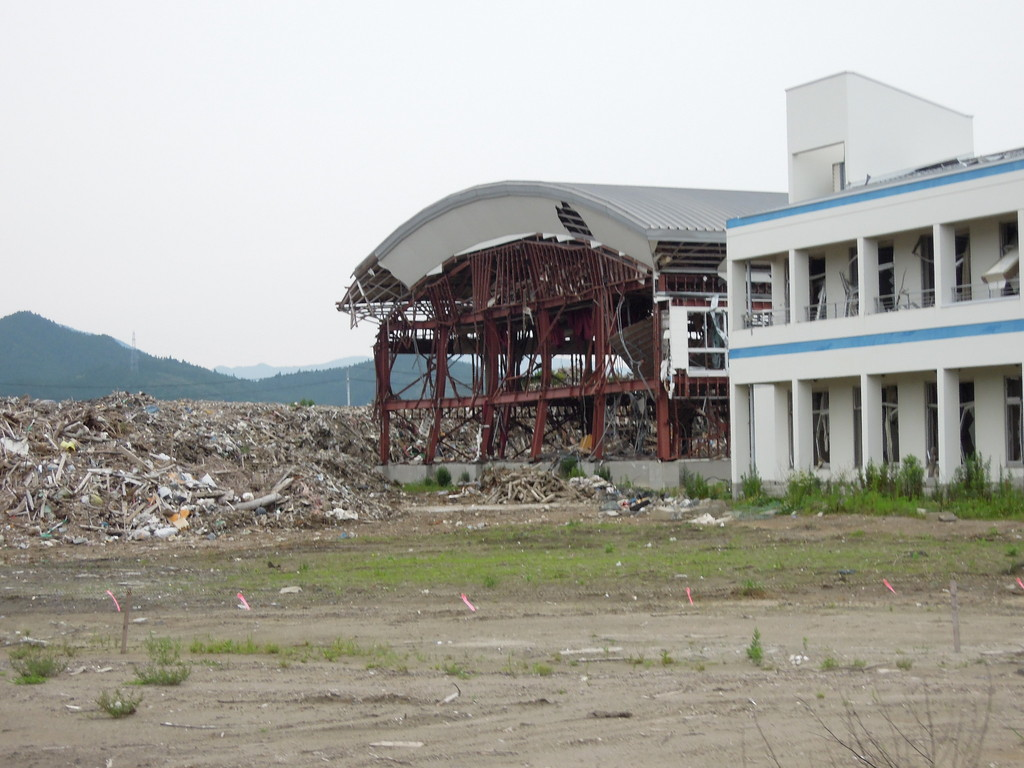 まだまだ大きな建物はそのまま