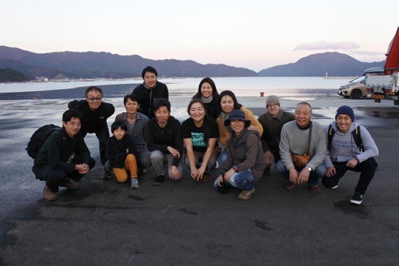 山田湾をバックに、本日の活動終了です。