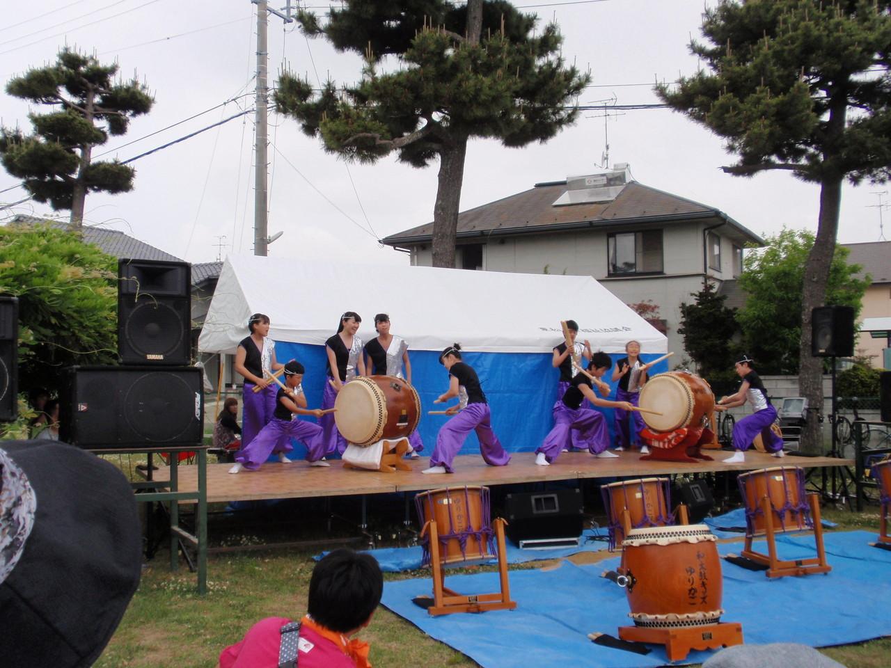 地元の高校生による太鼓の演奏