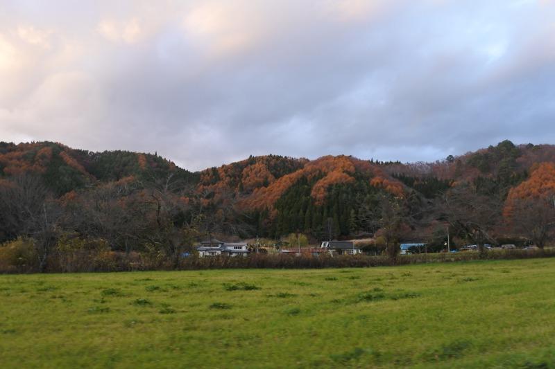 木々が色づいていてきれいです。峠を越えると山田町です。