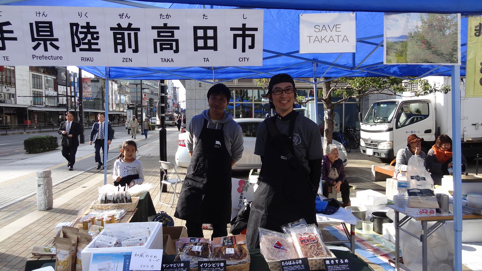 SAVE TAKATAさんのブース、りんごや海鮮お焼きが好評でした!