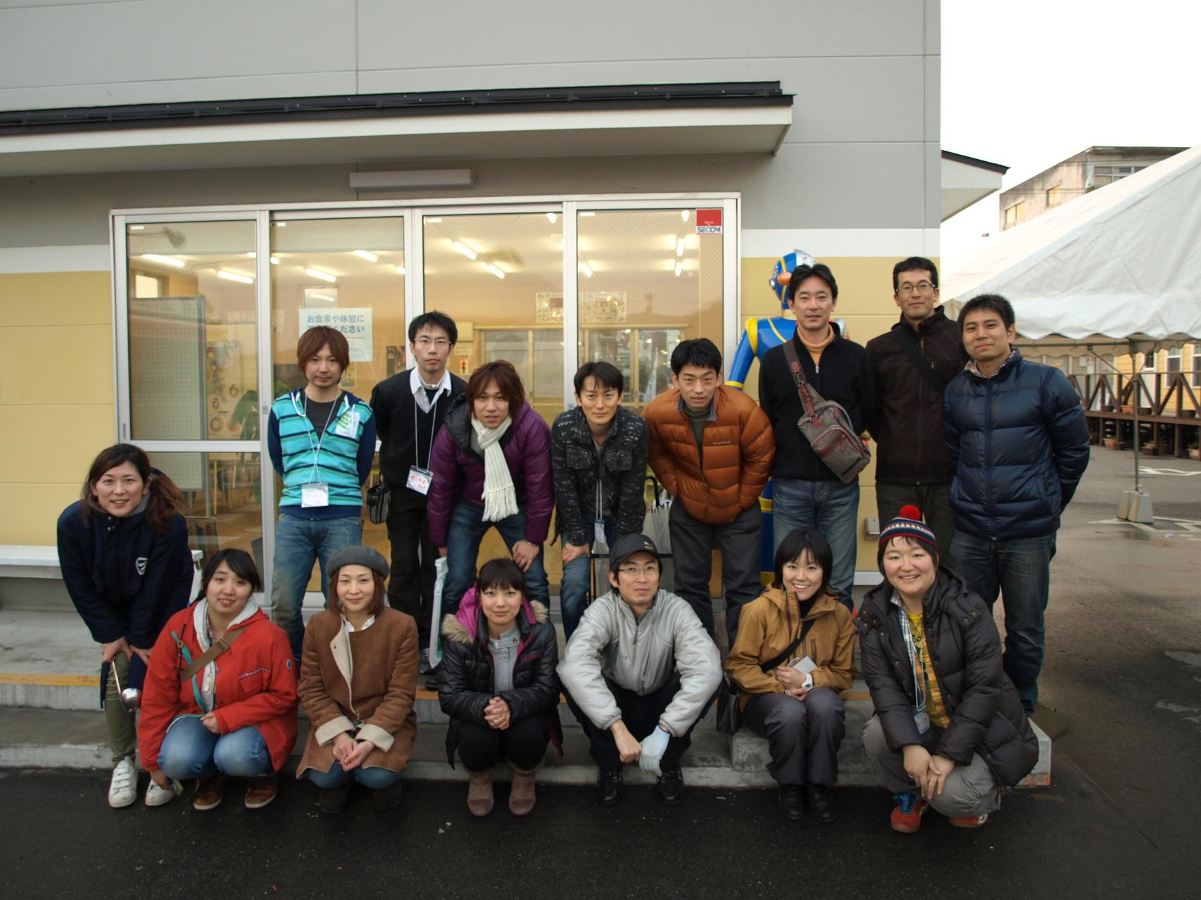 市nomaki、マルシェのメンバーと共に。今回も多くの方に喜んでいただきました!