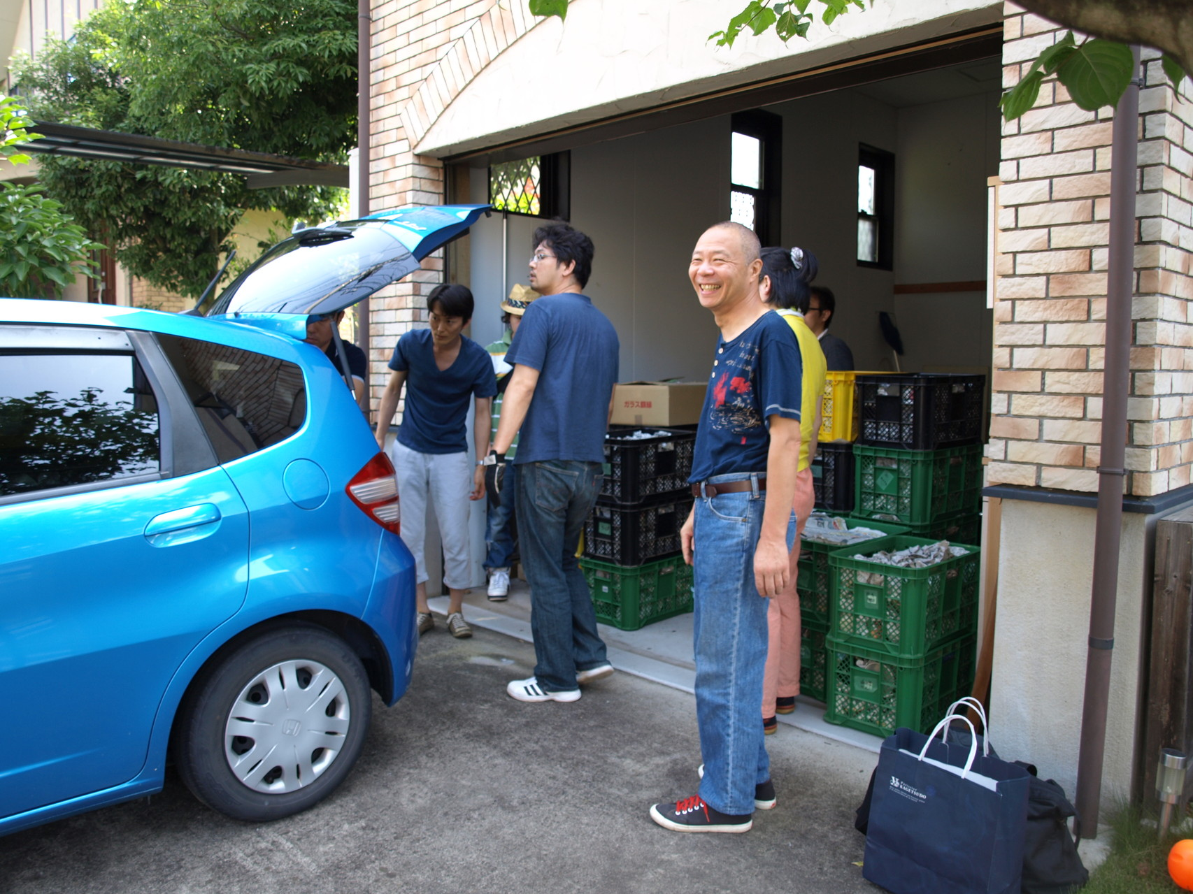 朝9時、上三川にて器を積み込みます。