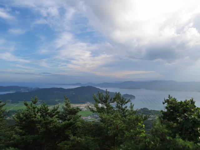 高台の箱根山より海を一望して宿へ向かいました。海はきれいに見えました