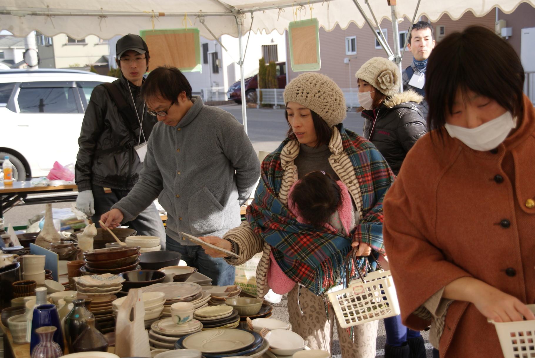 今回は住宅地も近く、多くの家族連れで陶器市も賑わいました。