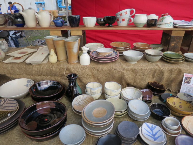 いろいろな大きさのお皿の数々が並びました。