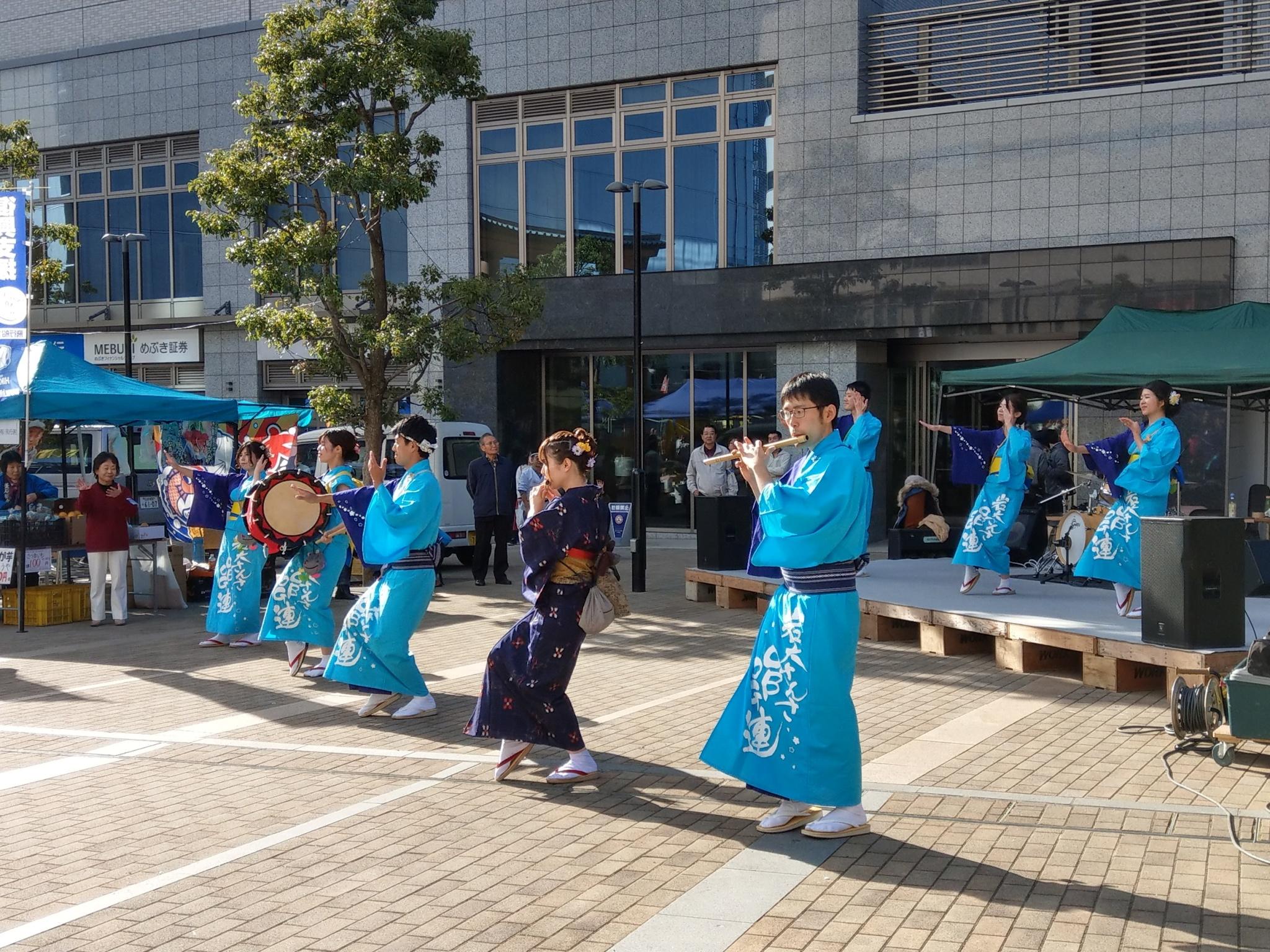 岩大OBOGメンバーによるさんさ踊り、