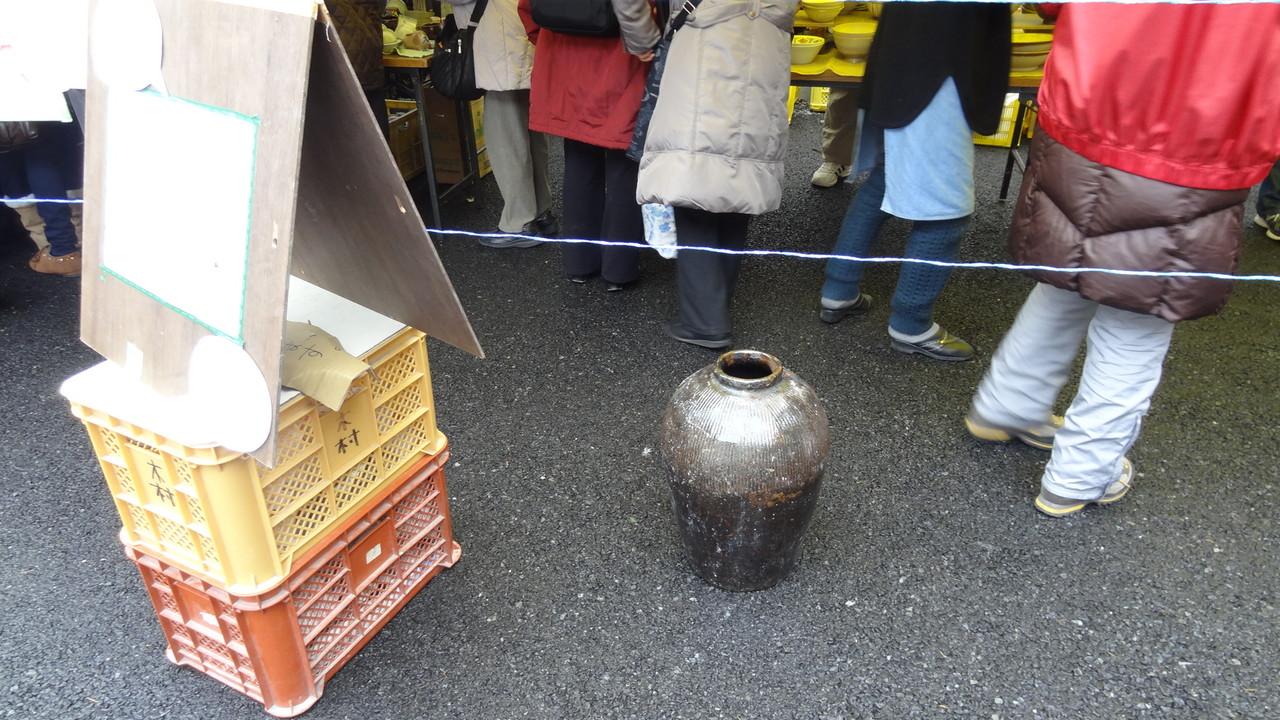 3つあったこの大きな壺もあっという間に残り1つに