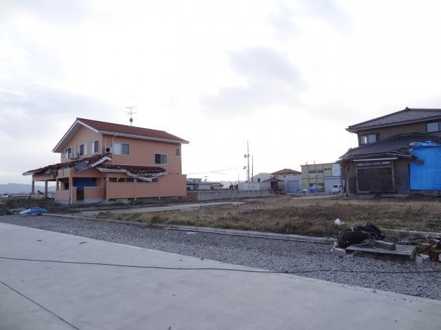 被災したままの住居と新しく立てた新居が混在していました。不思議な感覚にとらわれました。