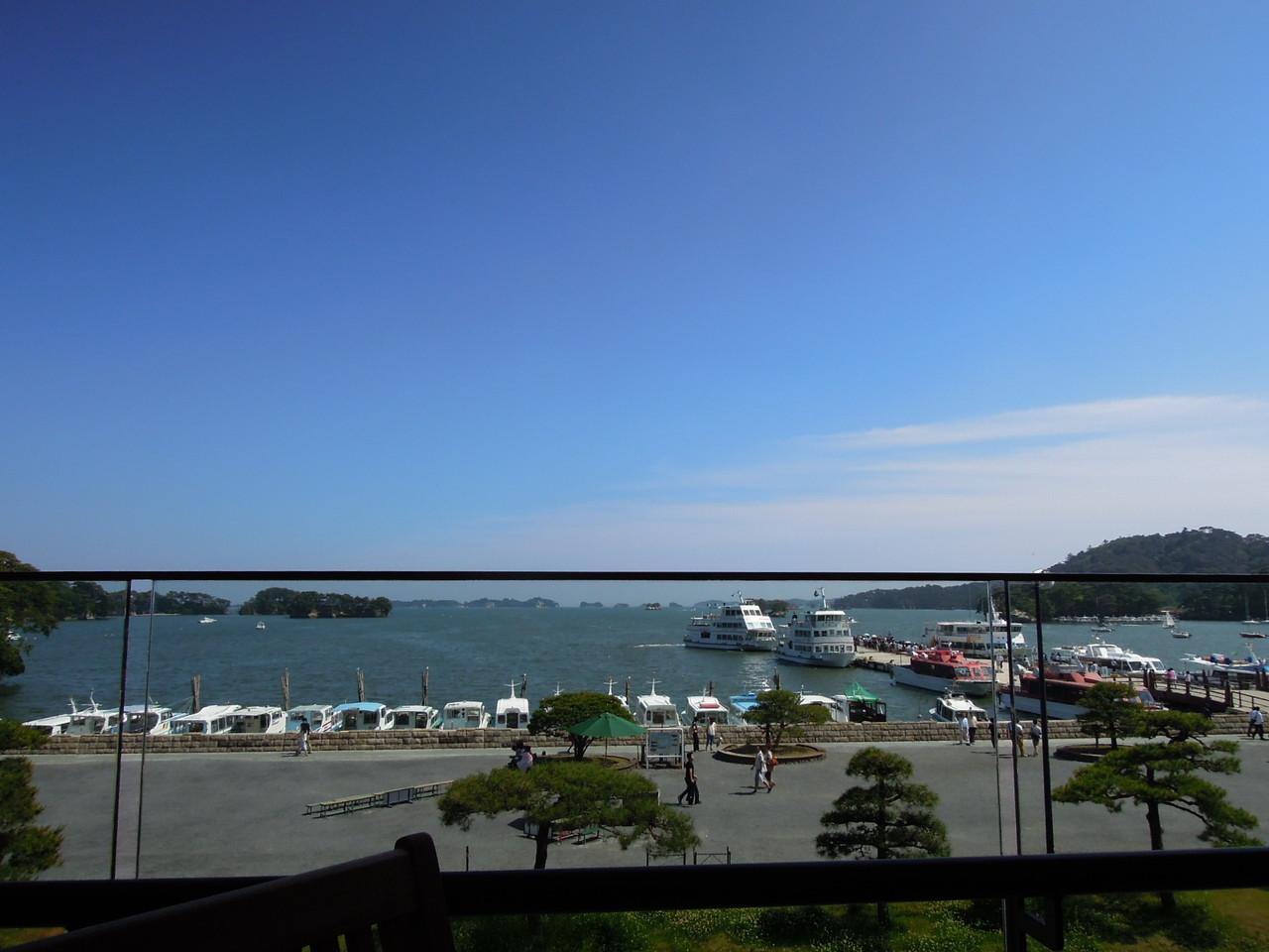 松島海岸(メイン通りからの様子)
