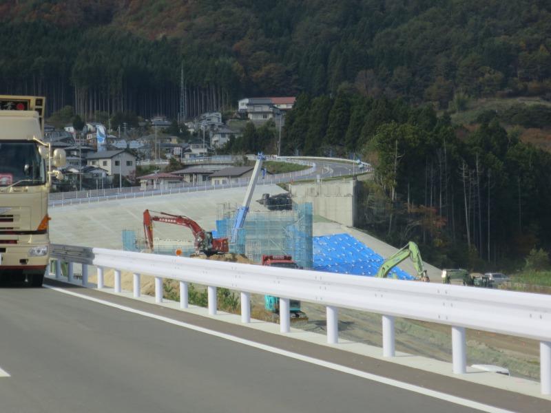 工事はそこかしこでまだまだ行われていました。
