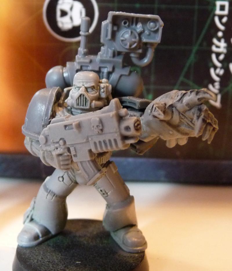 Space Marine Devastor-Sergeant mit Energiefaust und Bolter