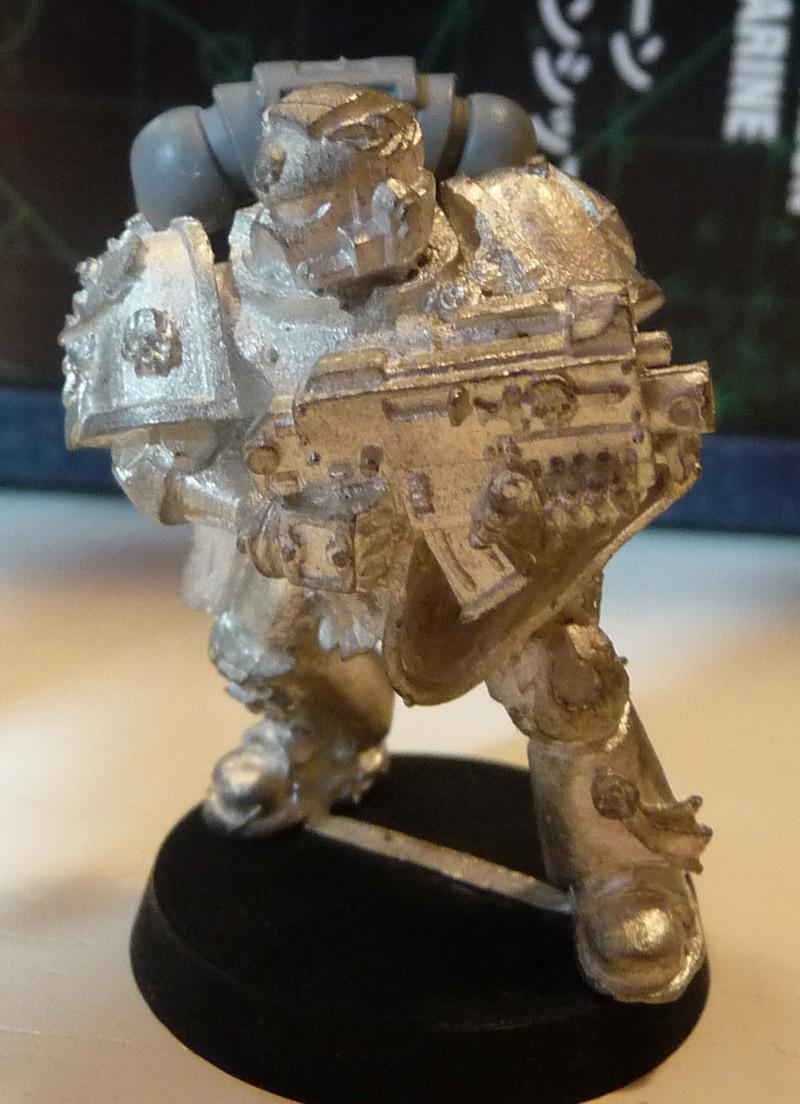 Space Marine Veteran mit Standarte, Energiefaust und Flammenwerfer