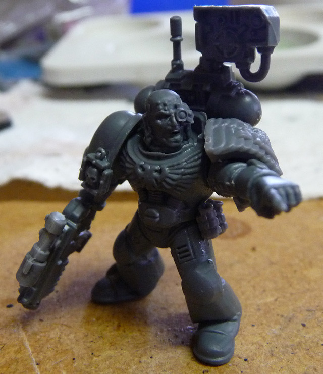 Space Marine Devastor-Sergeant mit Bolter