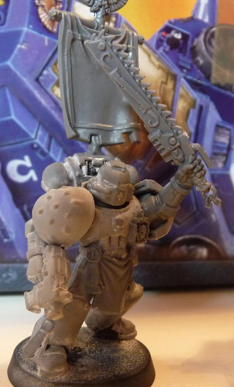 Space Marine Veteranen-Sergeant mit Kettenschwert und Boltpistole