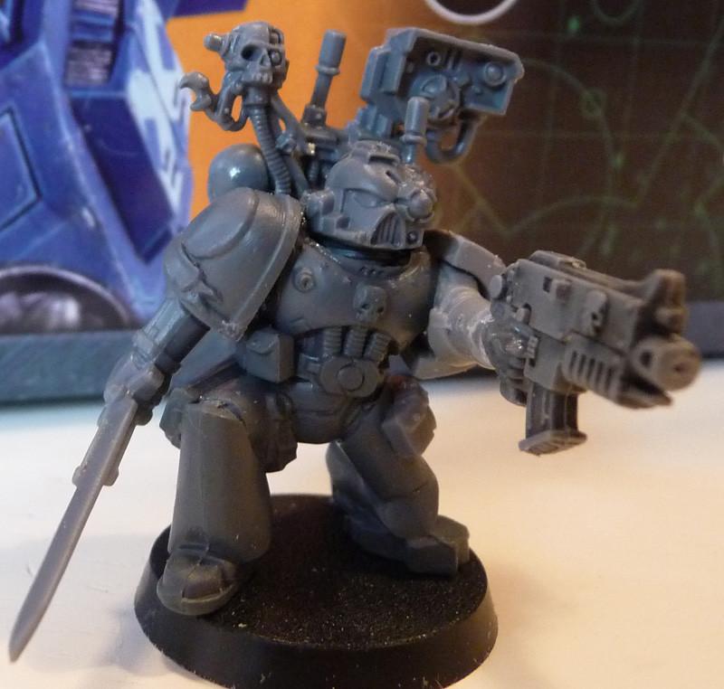 Space Marine Devastor-Sergeant mit Energieschwert und Bolter