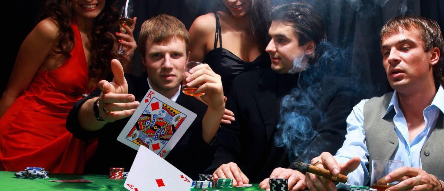 molodie-igrayut-v-karti-bolshoy-huy-soset-liliput-porno