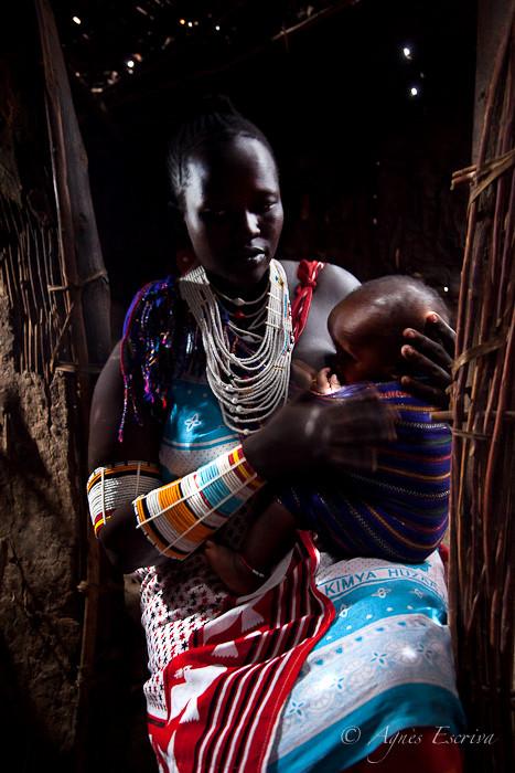 Femme masaï et son enfant