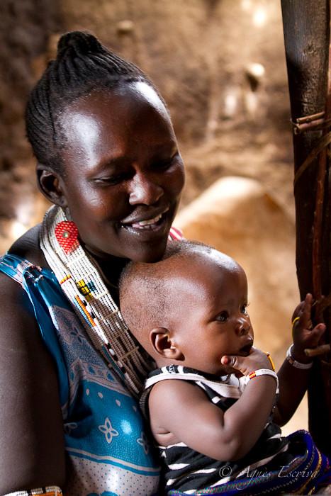 Femme masaï et son bébé