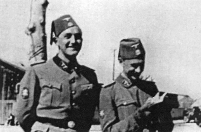 Flack oficiri/časnici u Bosni.  Schmee (desno)   i Sackl