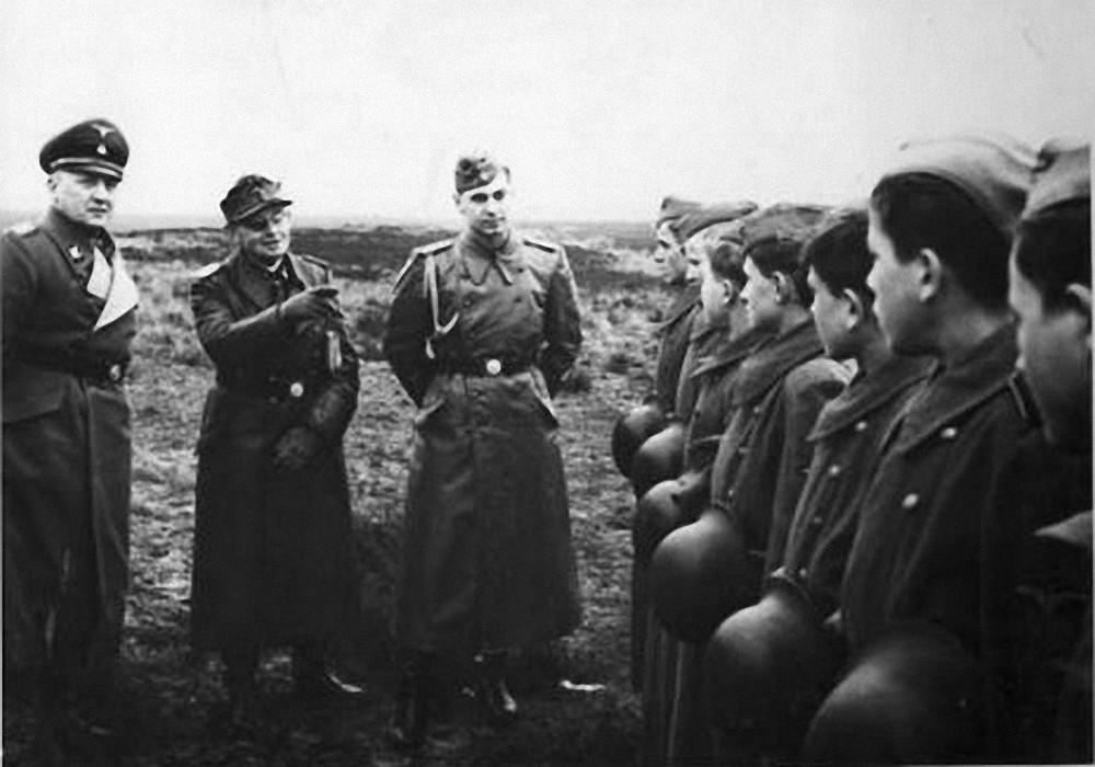SS-Obergruppenführer und General der Waffen-SS.  Maximilian von Herff i Sauberzweig - Neuhammer 1943