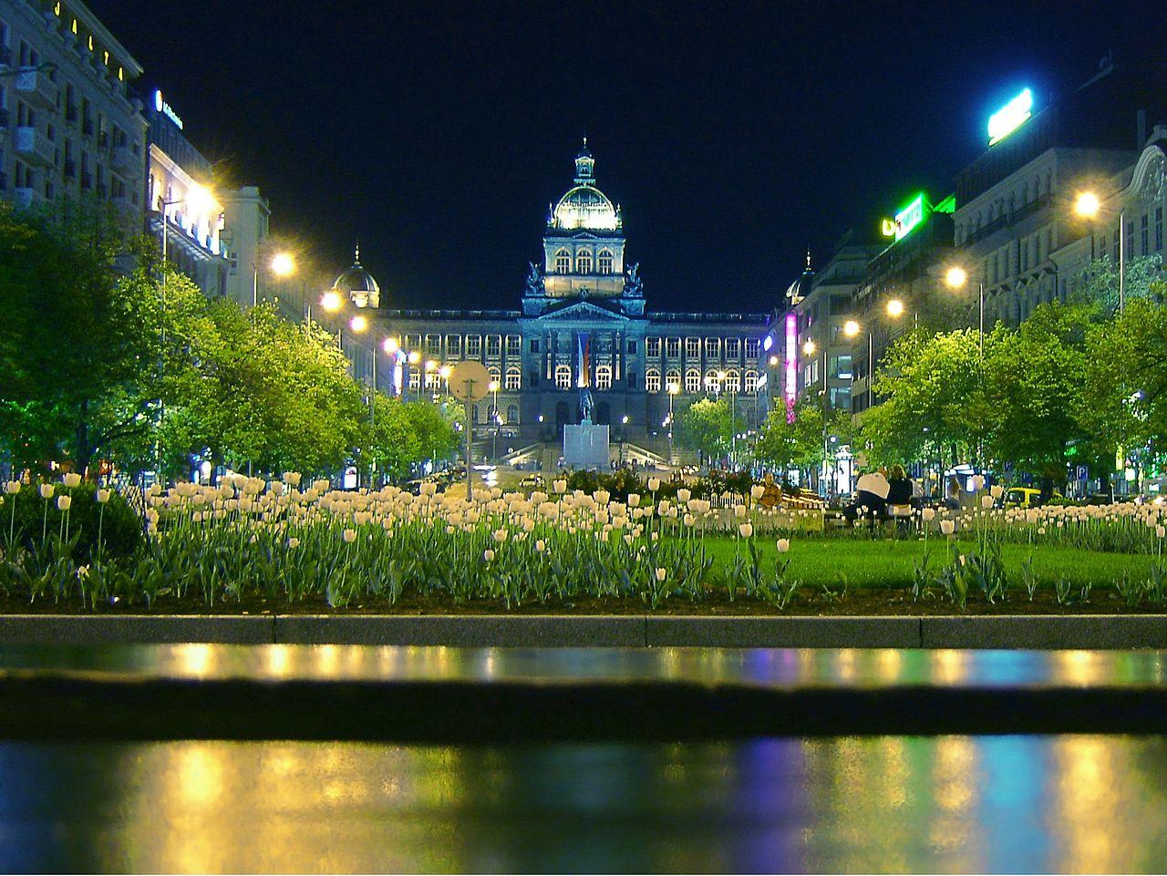 ヴァーツラフ広場と国立博物館