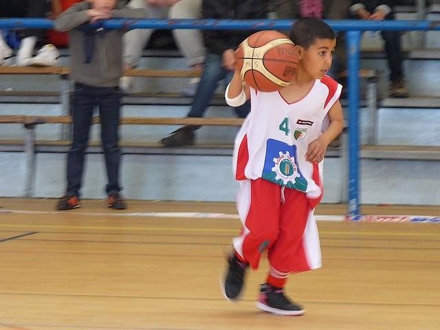 Qui a dit que le basket était réservé aux grands ??