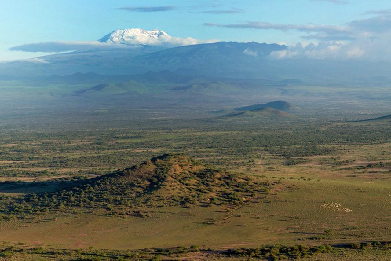 Der Kilimandscharo 'der glänzende Berg' zeigt sich