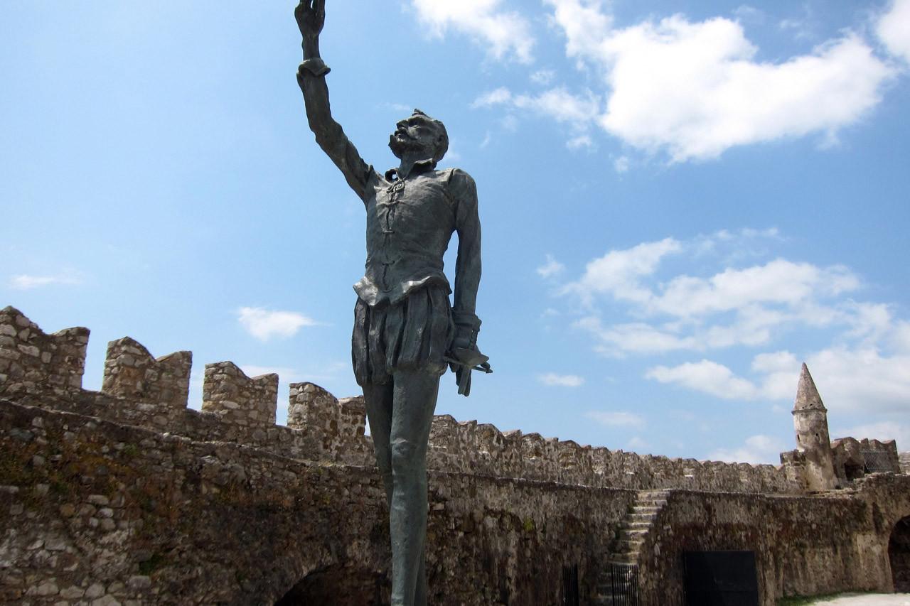 Don Quichotte am alten Hafen von Nafpaktos
