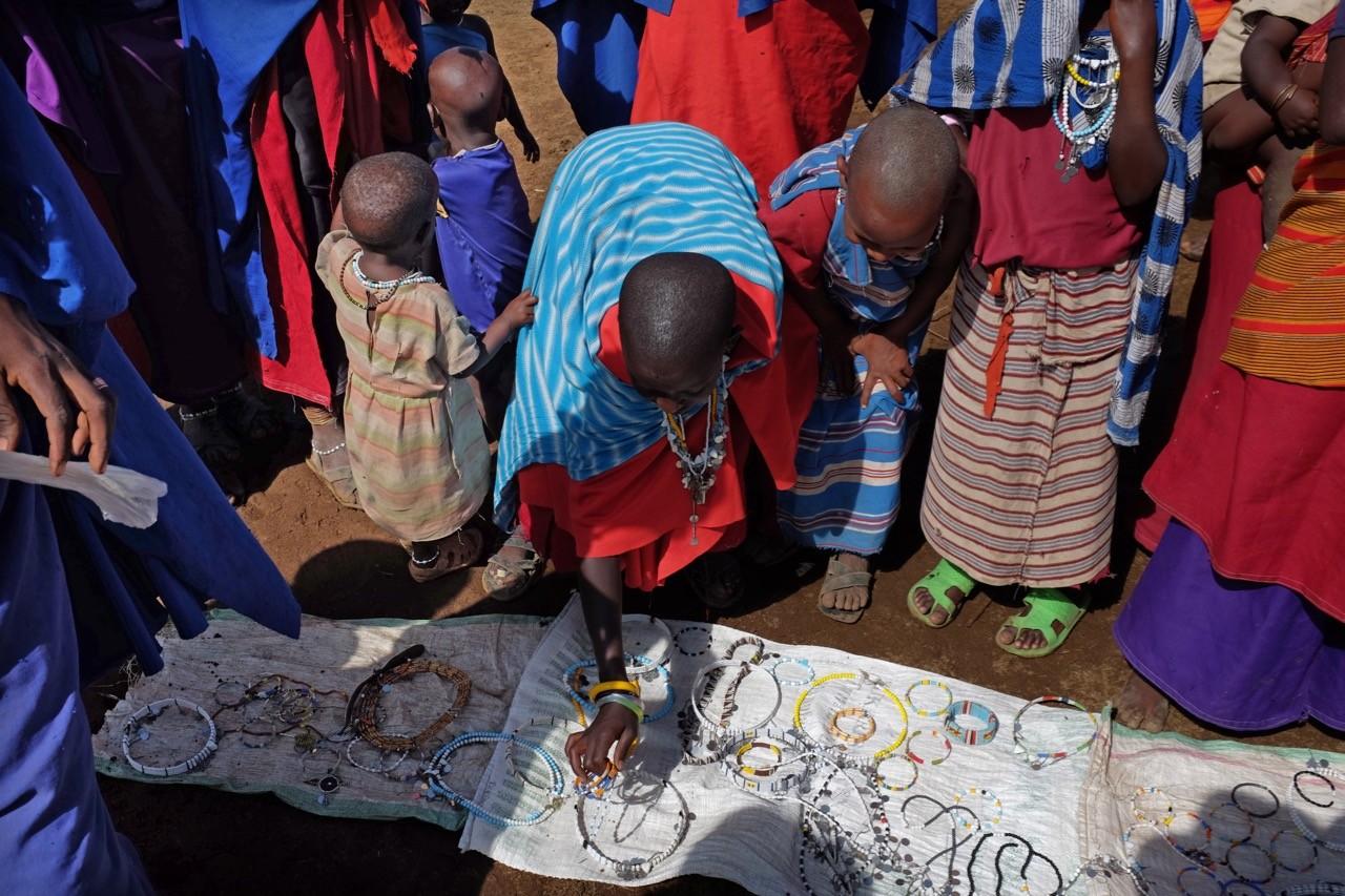 Glasperlenschmuck der Massai Mädchen und Frauen