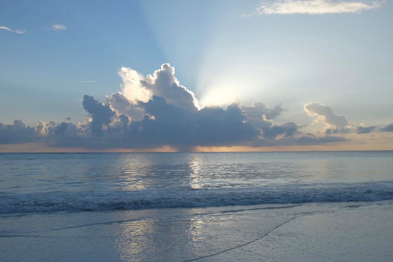 Die schönsten Sonnenaufgänge gibt es an der Ostküste auf Sansibar