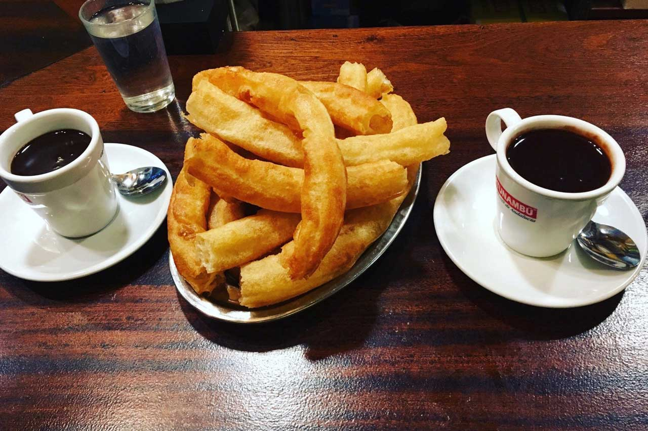 Churros con Chocolate  in der Bar El Comercial