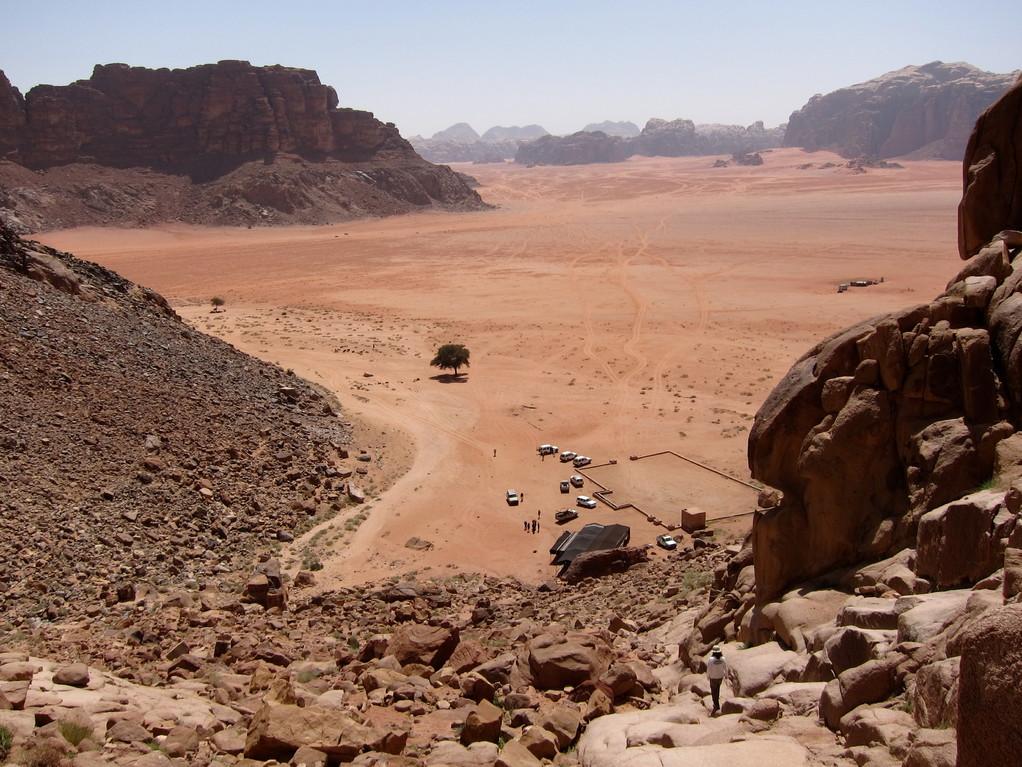 Steiler Aufstieg zur Laurence Quelle mit Traumblick belohnt, Wadi Rum Jordanien