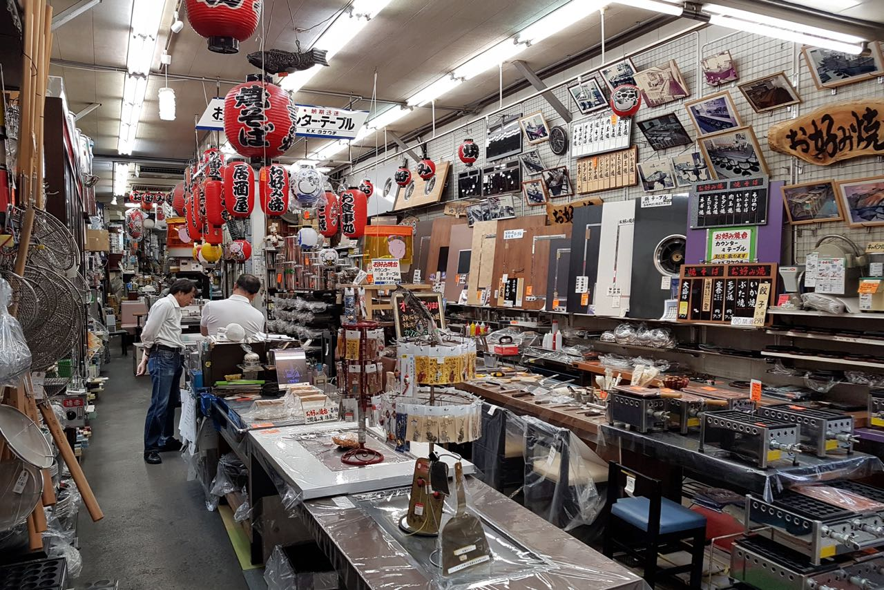 Alles für die Küche – Geschäft in der Doguyasuji Shotengai Einkaufspassage Osaka
