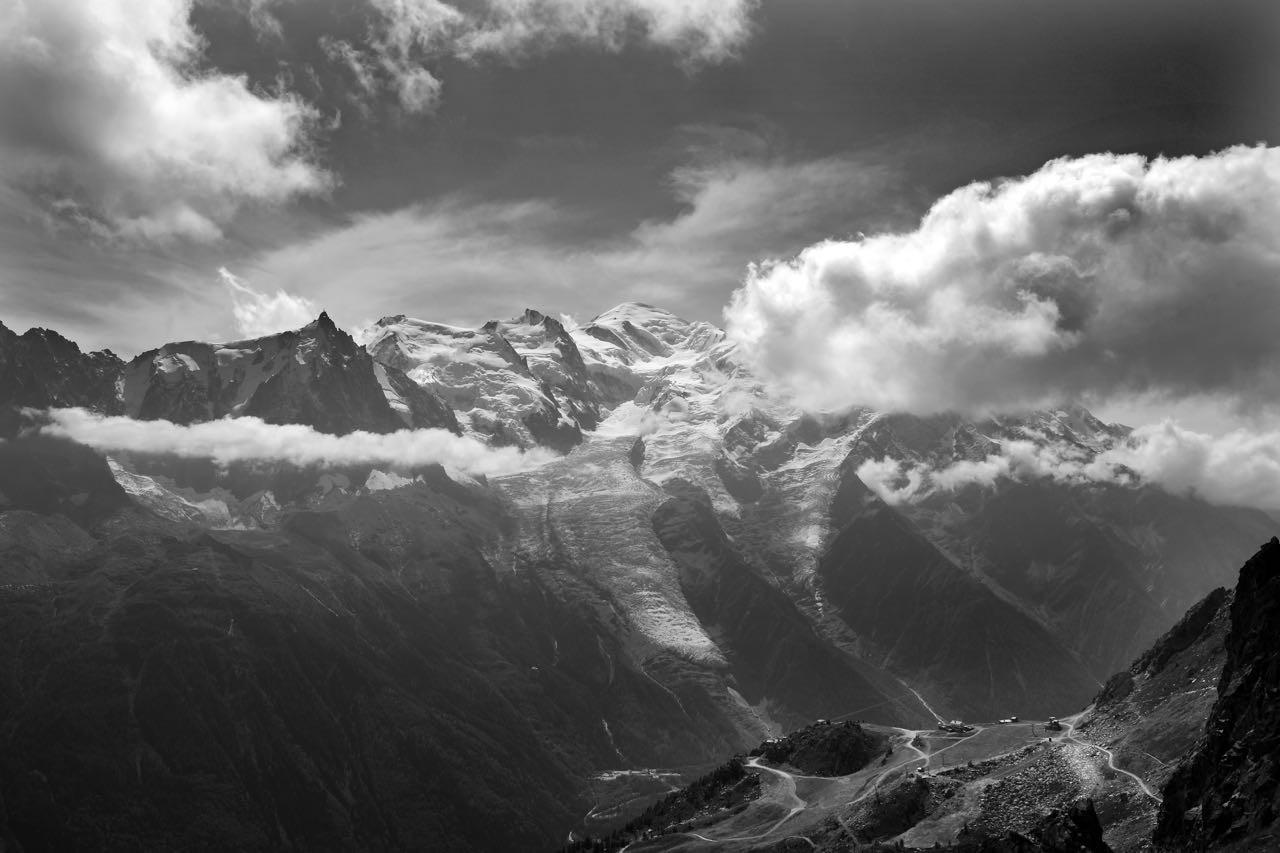 Von der Aiguille du Midi Spitze bekommen Besucher das allernächste Mont Blanc-Feeling (Firnkuppel rechts)