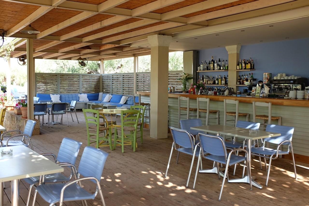 Gemütlich, die offene Bar des Hotel Elies, Kardamili