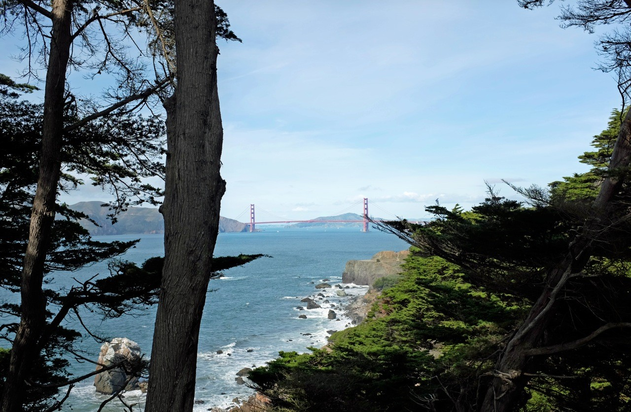 San Francisco Pacific Coastal Trail mit Golden Gate Bridge