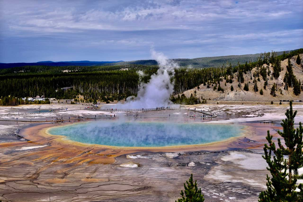 Blick vom Grand Prismatic Spring Overlook